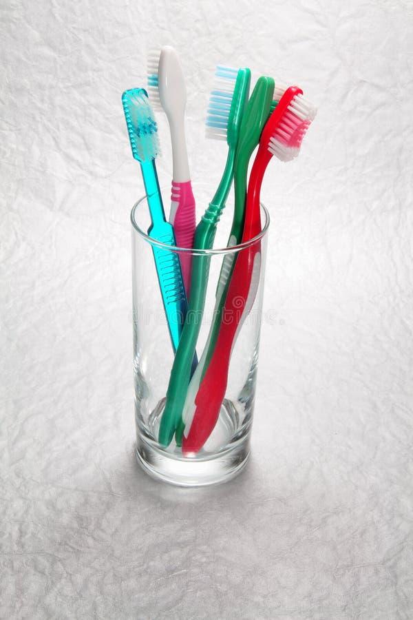 Tandenborstels in Glas stock foto's