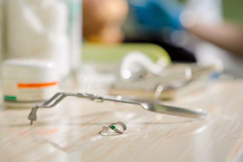 Tandheelkundehulpmiddelen Medische apparatuur royalty-vrije stock afbeeldingen