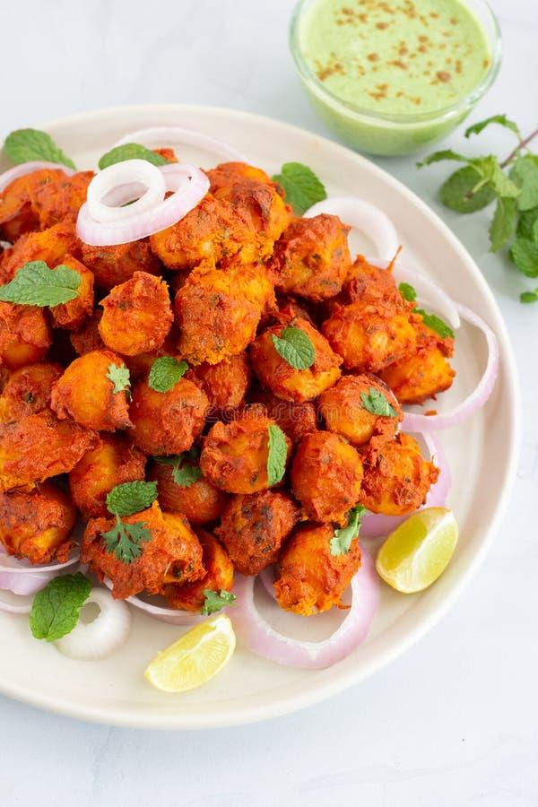 Tandoori Aloo/Tandoori-Aardappels met Muntchutney - Vegetarische Voorgerechtschotel royalty-vrije stock foto