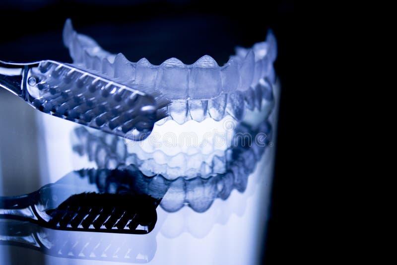 Tandpallen en tandenborstel royalty-vrije stock foto