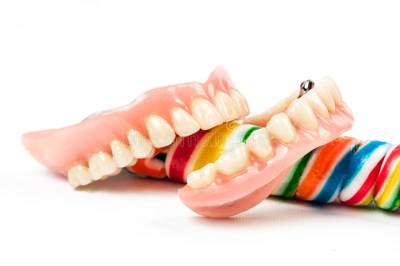 Tandproteser med klubbor arkivfoton