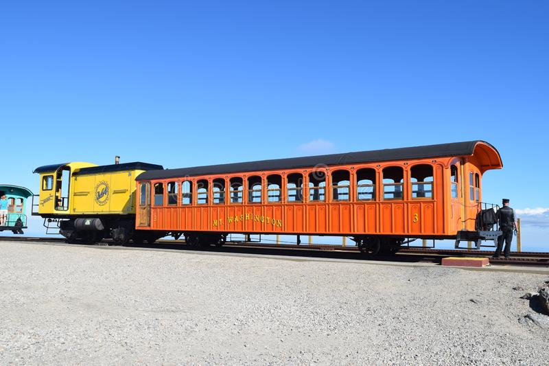 Tandradbaan het laden omhoog voor reis onderaan MT Washington New Hampshire royalty-vrije stock fotografie