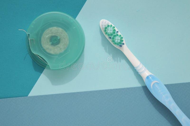 Tandzijde en tandenborstel voor gezond van tanden Gezond concept Dagelijkse mondelinge hygi?ne stock afbeelding