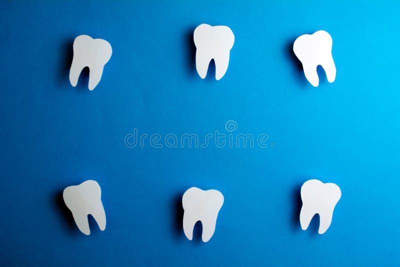 Tandzorg en het witten van tanden Tandrestauratie stock afbeeldingen