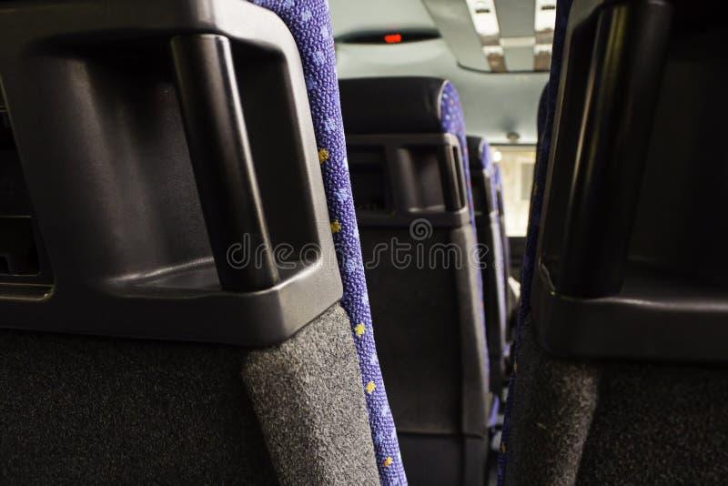 Tane moderne per la gente su un bus fotografia stock