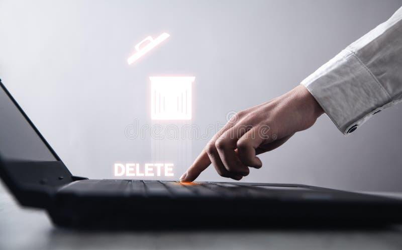 Tangentbord f?r handmaskinskrivningb?rbar dator borttagnings royaltyfri bild