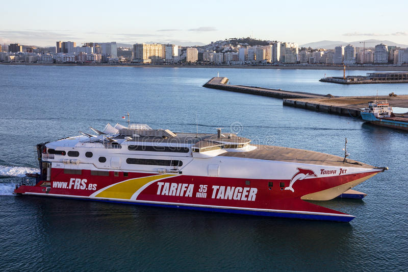 TANGER, MAROKKO - 6 AUGUSTUS, 2016: Passagiersschip in het overzees po van Tanger royalty-vrije stock foto