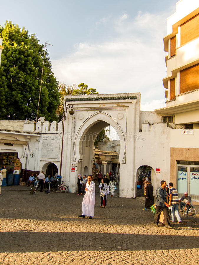 Tanger, Marokko - Sebtember 14, 2010: Oude poort aan Medina van Tanger, Marokko royalty-vrije stock foto's