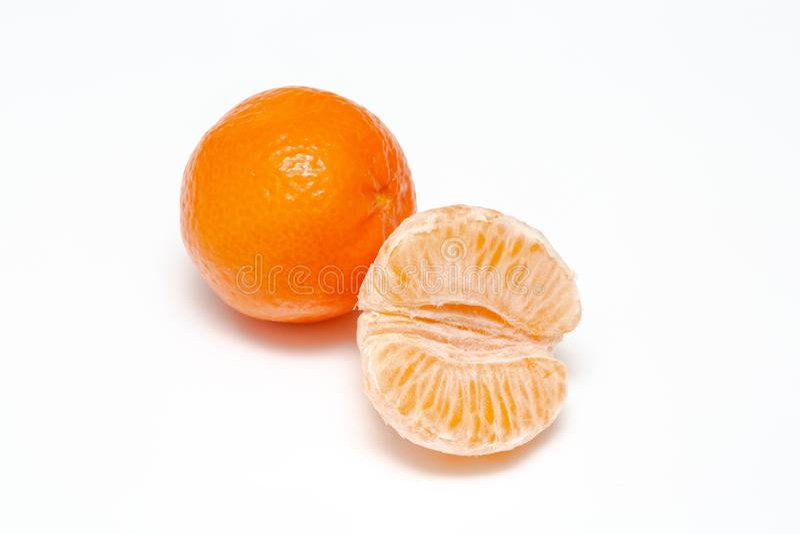 Tangerin eller clementine på vit bakgrund royaltyfria foton