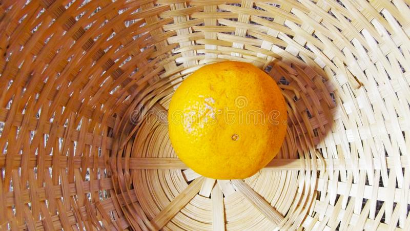 Tangerine στο καλάθι στοκ φωτογραφία με δικαίωμα ελεύθερης χρήσης