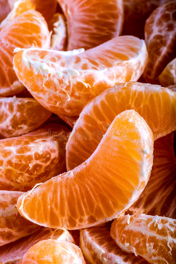 Tangerine oder Mandarinesegmente zogen nah herauf Hintergrundbeschaffenheit ab lizenzfreie stockfotografie
