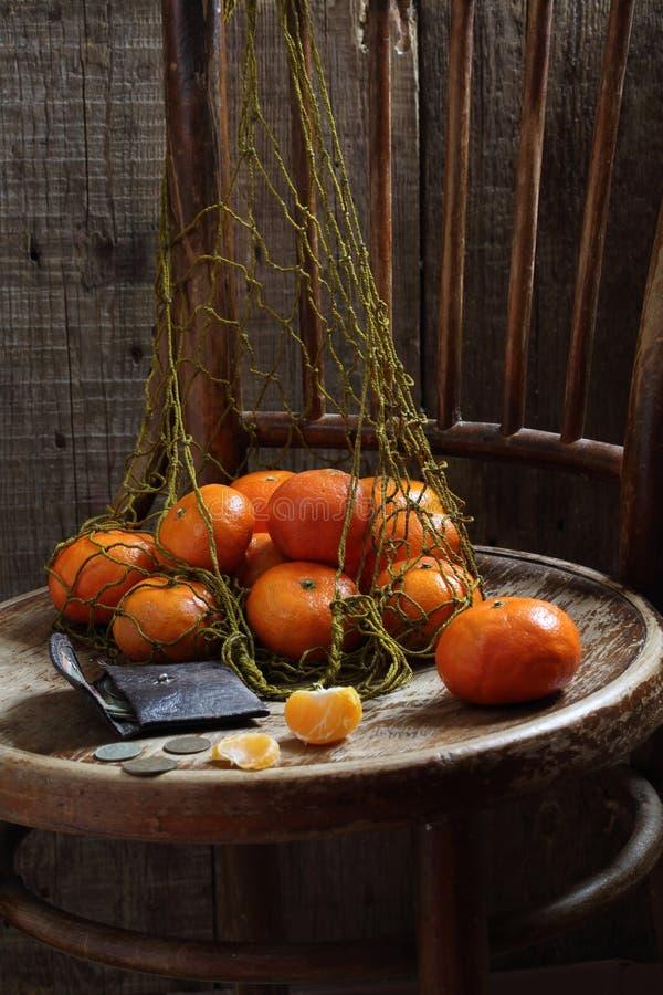 Tangerinen in einem Rasterfeld lizenzfreies stockfoto