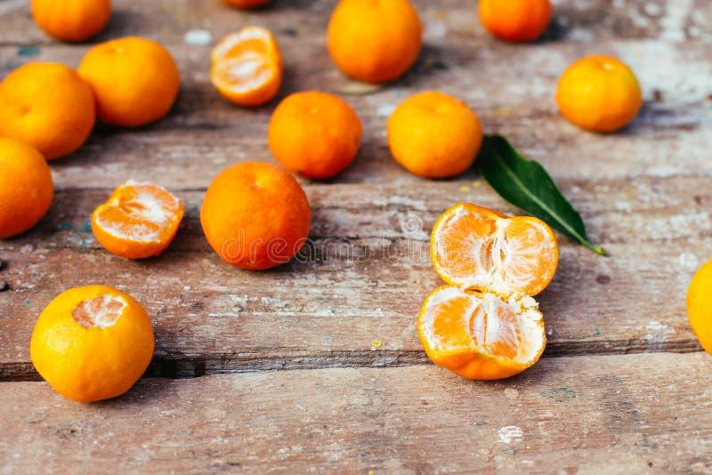 Tangerines na drewnianym tle zdjęcie stock