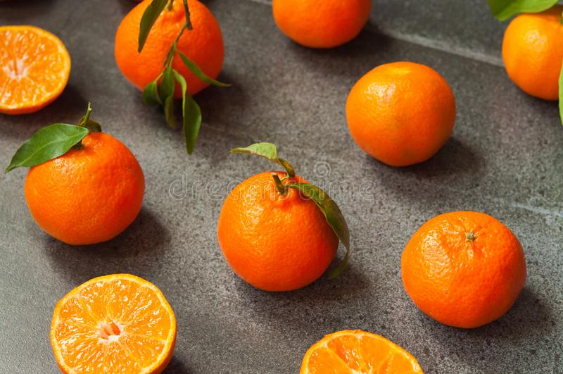 Tangerines na kamiennym tle fotografia royalty free