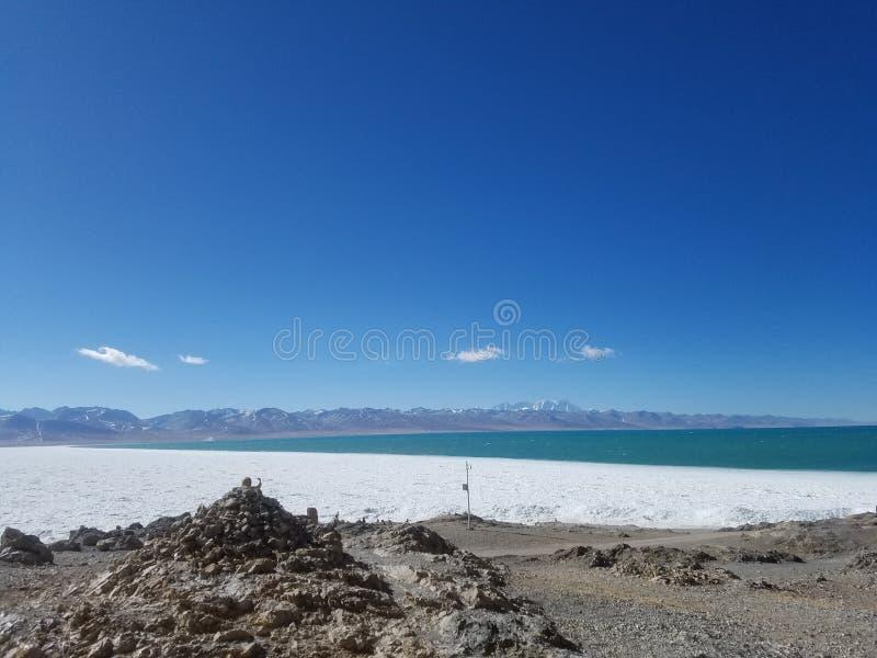 Tanggula山位于在中国的西藏自治区东北部和青海清宫之间的边界 免版税库存图片