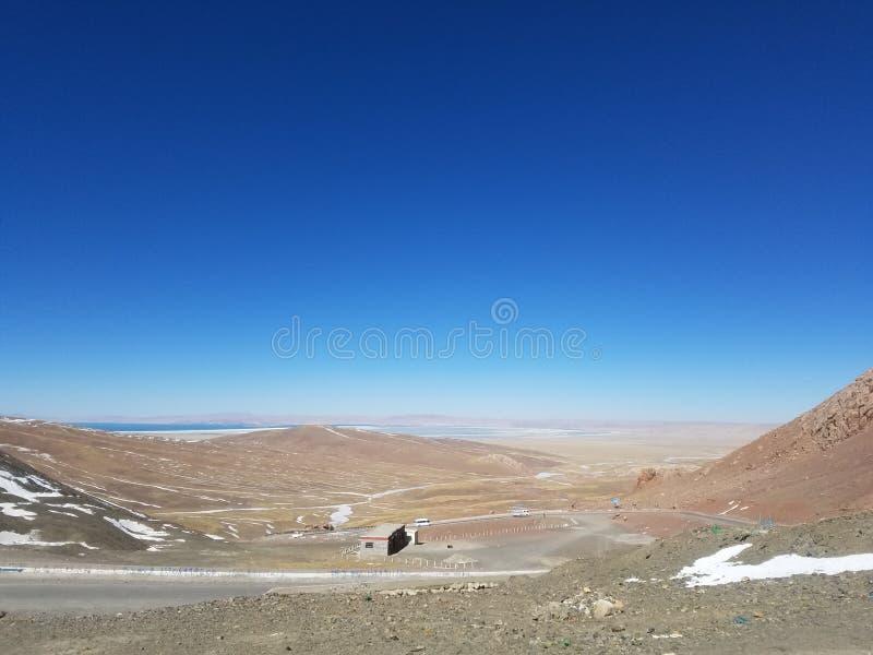 Tanggula山位于在中国的西藏自治区东北部和青海清宫之间的边界 免版税库存照片