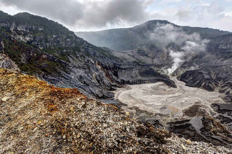 Tangkuban Perahu, ο ηφαιστειακός κρατήρας σε Bandung, Ινδονησία στοκ φωτογραφία