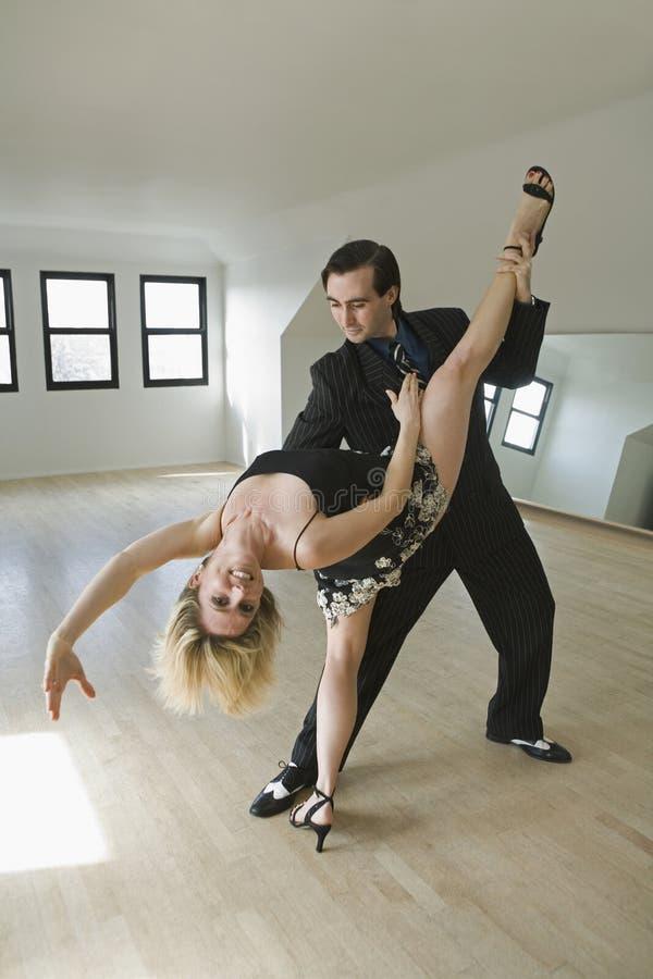 Tango de danse de couples photos stock
