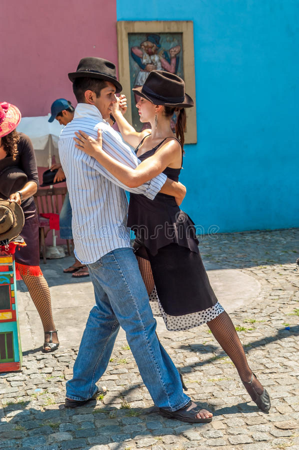 Tango nella La Boca delle vie immagine stock
