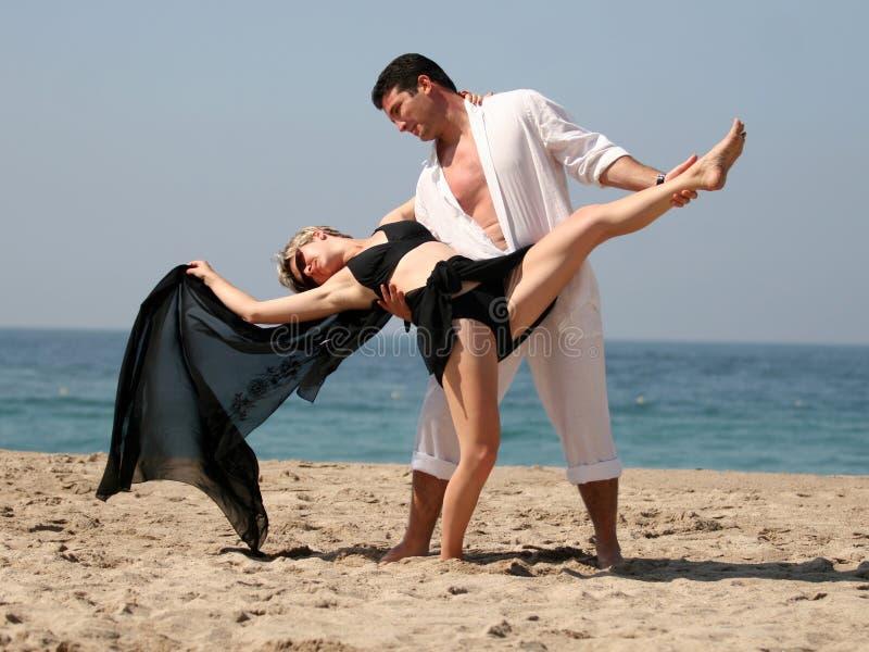 Tango op het strand stock afbeeldingen