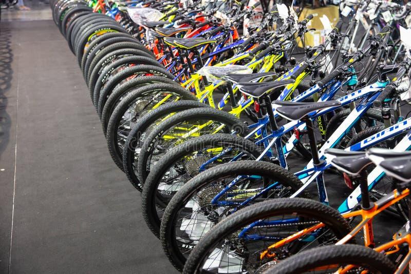 tania rowerowa sprzedaż w Międzynarodowym Bangkok i promocja Jechać na rowerze 2018 bicyklu lub roweru wielki expo jarmark fotografia stock