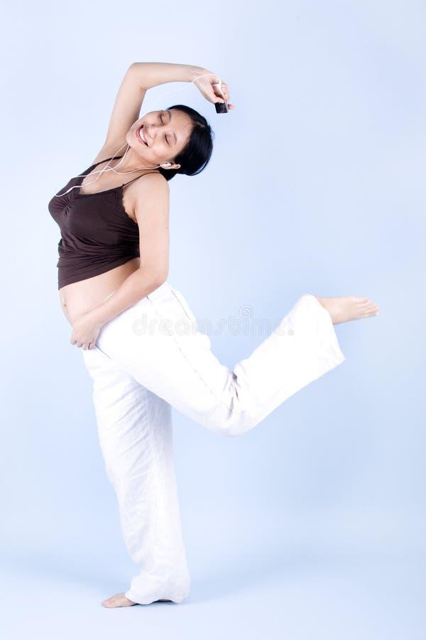 taniec kobiety w ciąży obraz stock