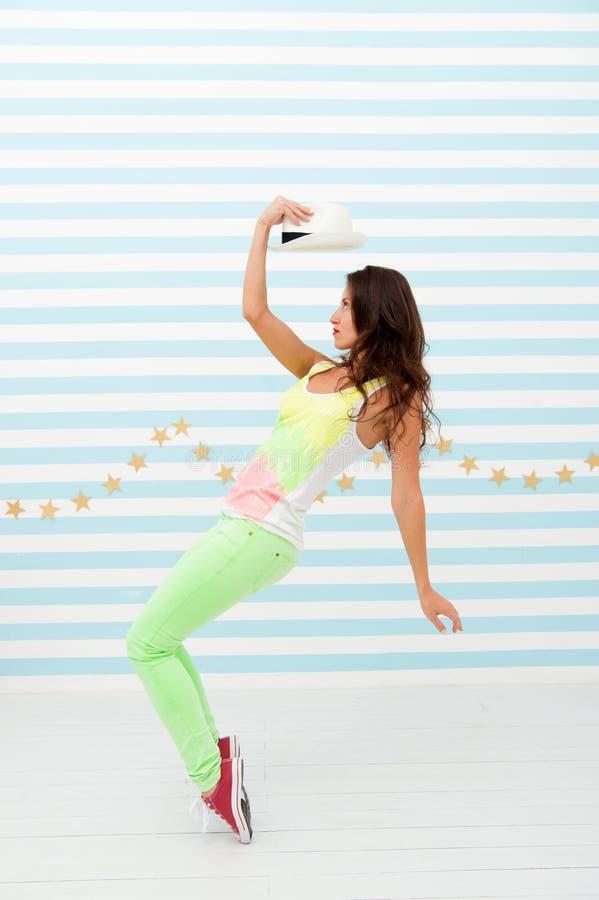taniec właśnie E Moda i piękno Modniś dziewczyna r Splendor mody model Szczęśliwy i zdjęcia royalty free
