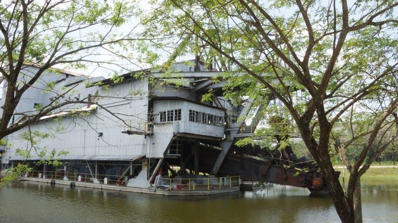 Tanjung Tualang verliet zilveren mijnbouwbaggermachine tijdens Britse koloniaal stock foto