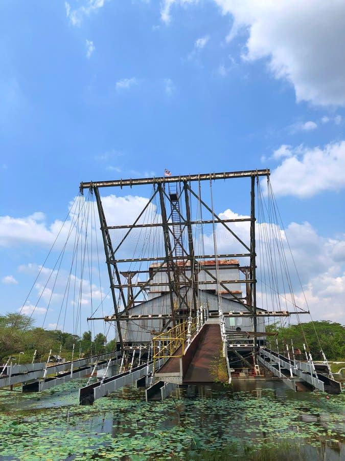 Tanjung Tualang verliet zilveren mijnbouwbaggermachine tijdens Britse koloniaal royalty-vrije stock afbeeldingen