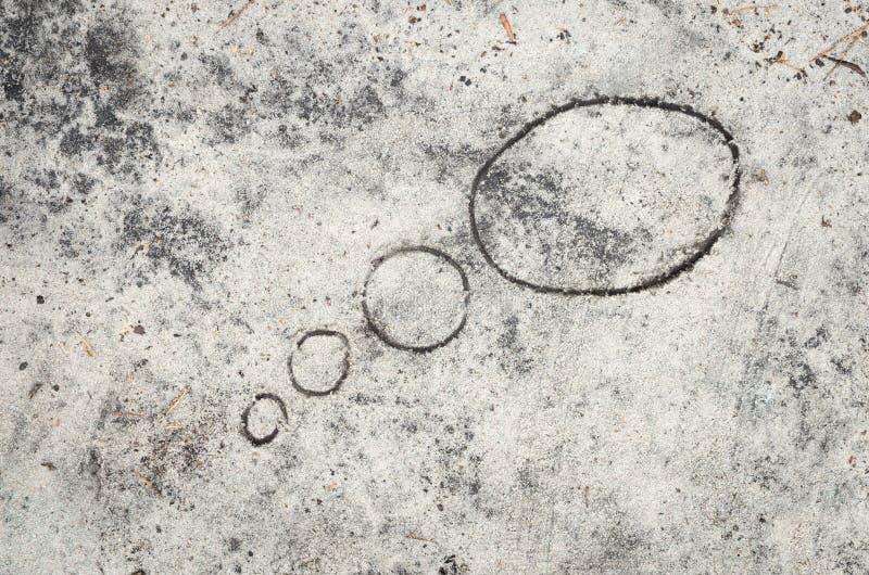 Tanke bubblar på sandbakgrund arkivfoto