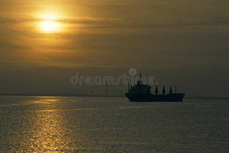 Tanker in Kanal lizenzfreies stockbild