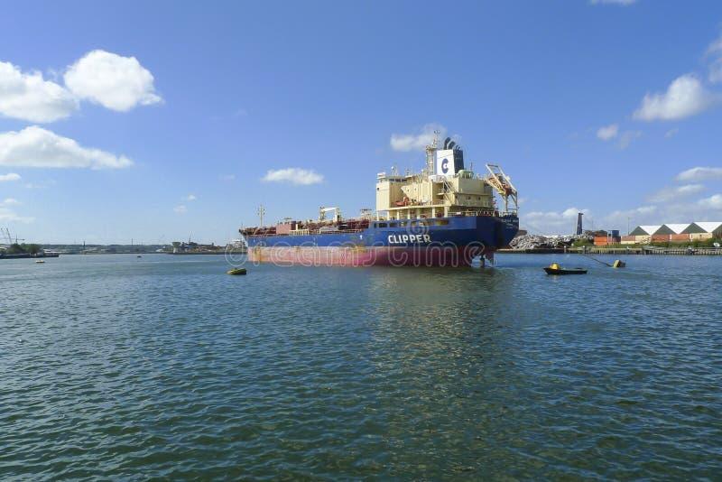 Tankfartyg för olje- produkter fotografering för bildbyråer