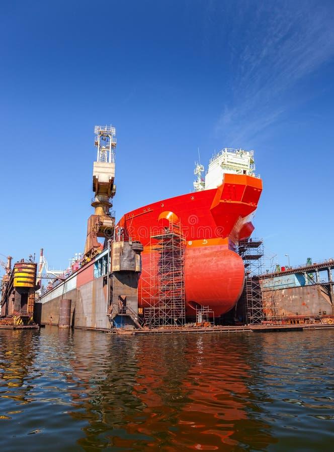 Tankfartyg i torr skeppsdocka arkivfoto