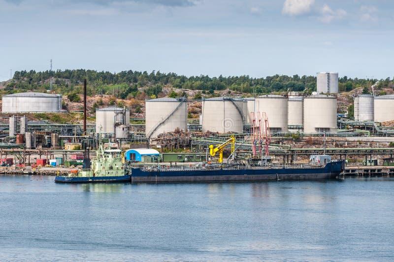 Tankfartyg med olje- lagring royaltyfria foton