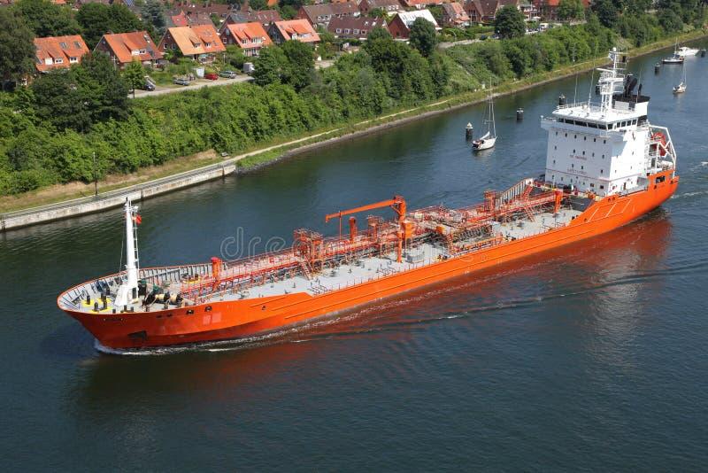Tankfartyg på Kiel Canal royaltyfri foto