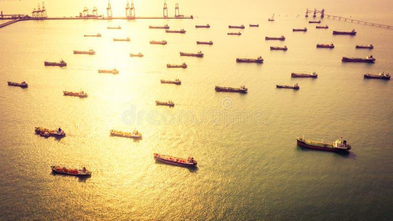 Tankfartygskepp för flyg- sikt, kemisk tankfartyg för fossila bränslen i det öppna havet, raffinaderibranschlastfartyg arkivfoton