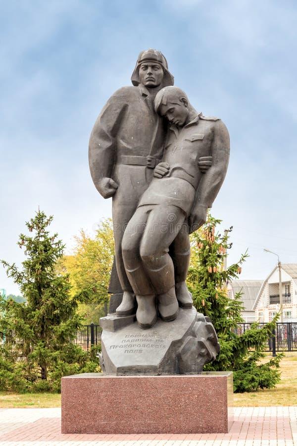Tankman y soldado de infantería esculturales de la composición Prokhorovka Rusia imagen de archivo