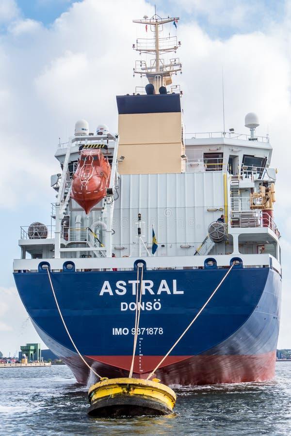 Tankowiec Astralny przy boja zdjęcia stock