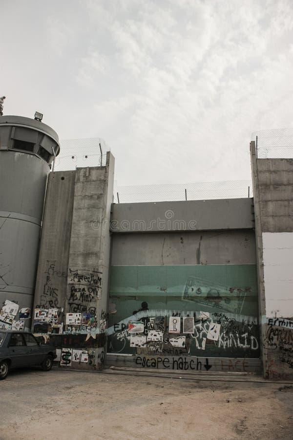 Tankpoort als deel van de scheidingsbarrière tussen bezet royalty-vrije stock afbeelding