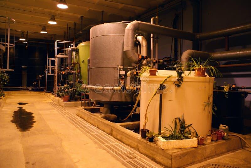 Tanks op de installatie van de waterbehandeling stock foto's