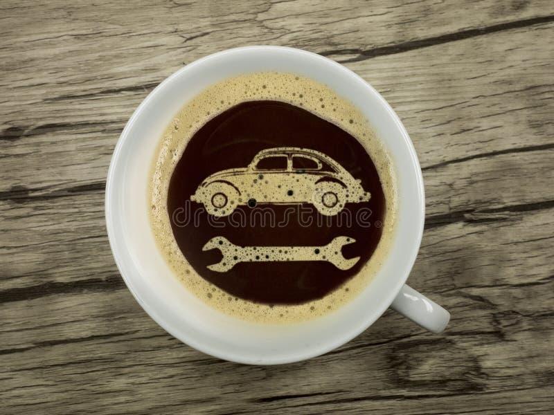 Tankstelle bietet Kaffee an lizenzfreie stockfotografie