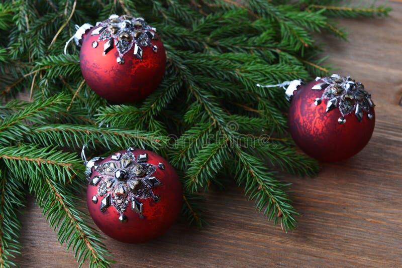 Tannenbaum mit Weihnachtsspielwaren stockfotografie