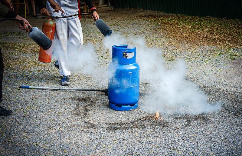 tanque da proteção contra incêndios na prática da fábrica uma broca de fogo miliampère exterior imagem de stock