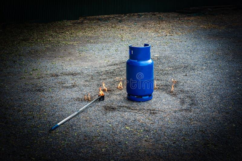 tanque da proteção contra incêndios na prática da fábrica uma broca de fogo miliampère exterior foto de stock royalty free