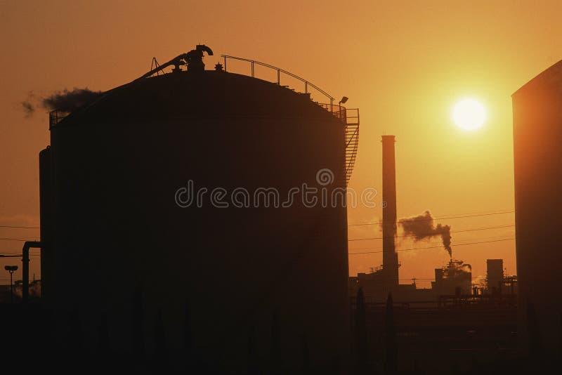 Tanque da refinaria de petróleo fotos de stock royalty free