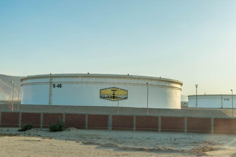 Tanque de armazenamento do óleo em Egito fotos de stock royalty free