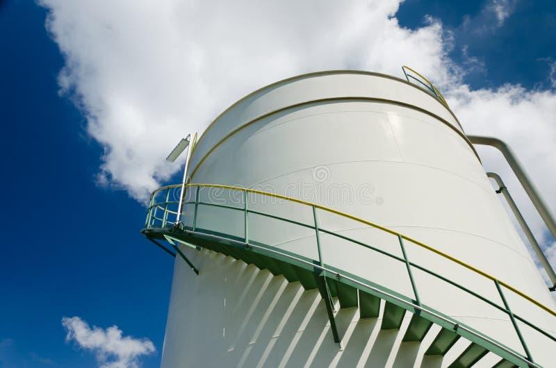 Tanque de armazenamento do petróleo imagem de stock