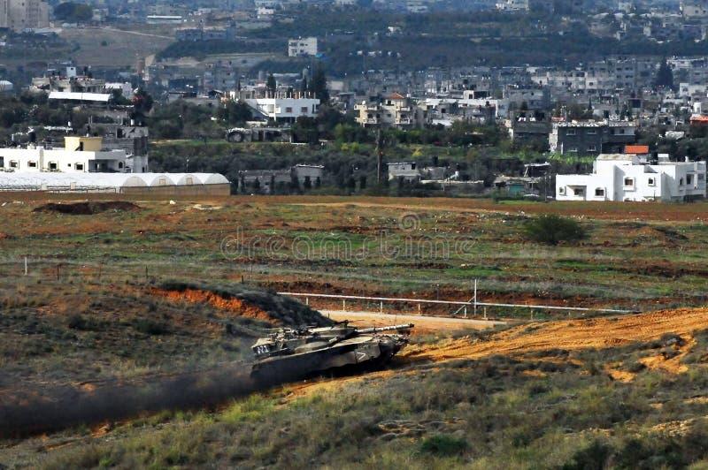 Tanque de exército israelita perto da tira de Gaza imagem de stock royalty free