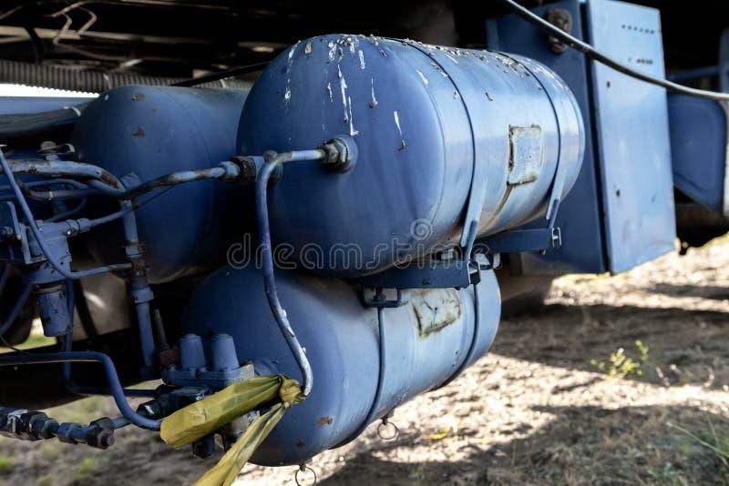 Tanque de um caminhão completamente com óleo foto de stock