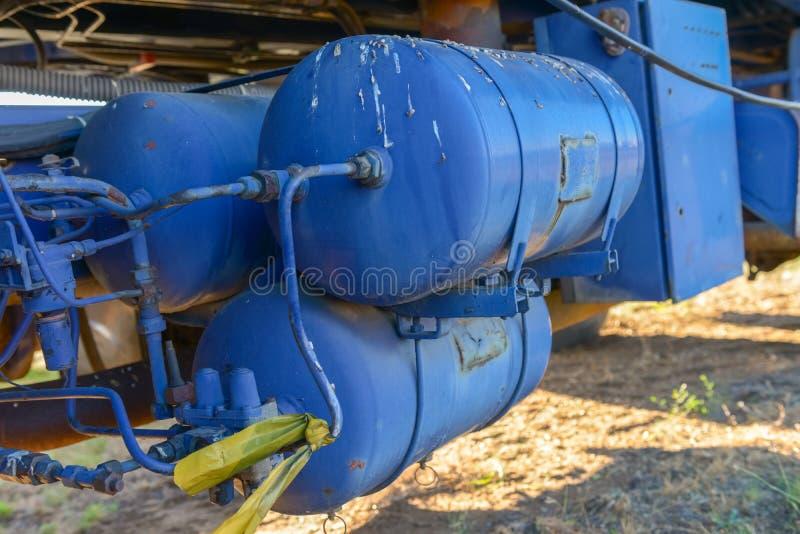 Tanque de um caminhão completamente com óleo imagem de stock